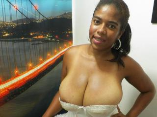 HugeTitsHotX-black girl from xlovecam