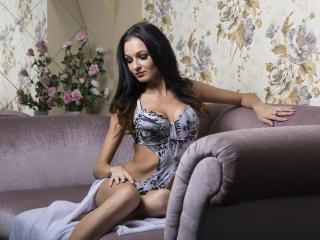 EroticIsabelle webcam strip tease