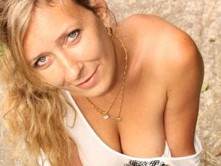 Webcam model Betina from XLoveCam