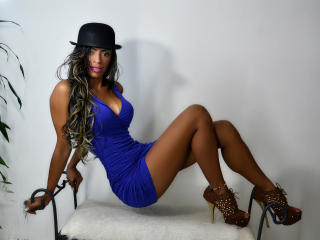 Webcam model EbonyLaura from XLoveCam