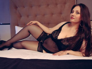 Webcam model EvaMartinn from XLoveCam