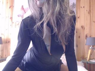 Webcam model FrenchPlumeX from XLoveCam