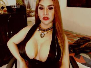 JuicyCockShemale webcam