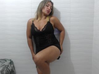 Webcam model KarlaFelisha from XLoveCam