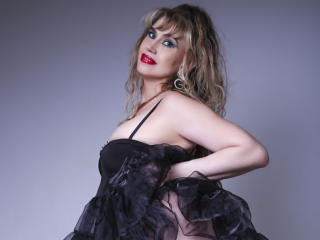 Webcam model LadyMariahX from XLoveCam