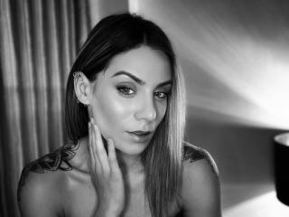 Webcam model NellyBrise from XLoveCam