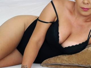 Webcam model Syllvie from XLoveCam