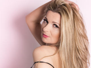 Webcam model TessXsexy from XLoveCam