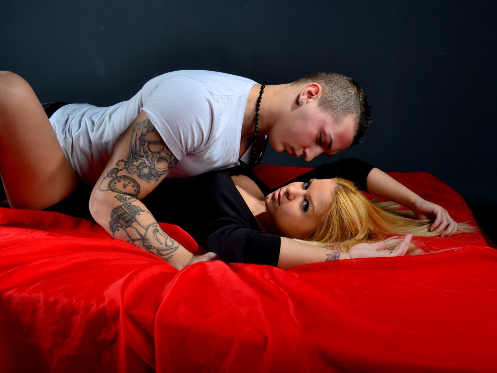 Watch Hot People Lives Sex Threesome For Show Live