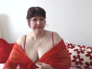 Webcam model MatureAnais from XLoveCam