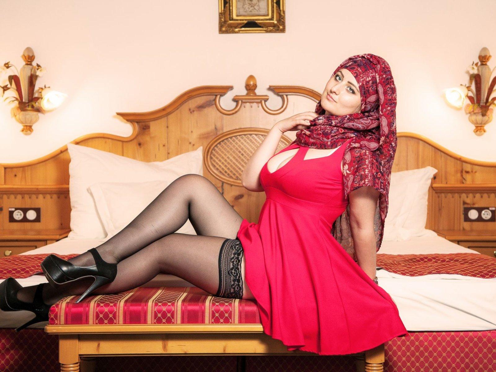 Virgin adult phorn arabic, girl with wide hips bent over