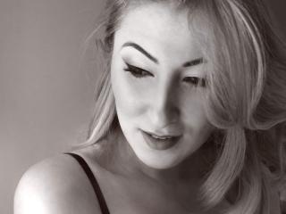 Webcam model annnyababe from XLoveCam