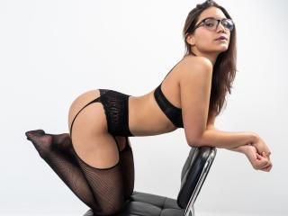 Webcam model AriaLeen from XLoveCam